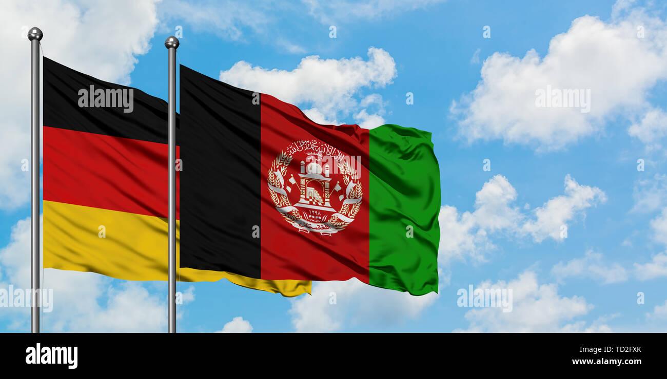 Deutschland Und Afghanistan Flagge Im Wind Gegen Weisse Bewolkt