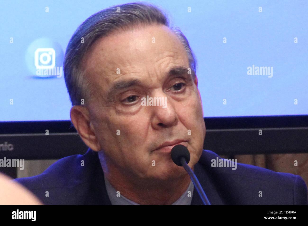 BUENOS AIRES, 11.06.2019: Miguel Angel Pichetto kündigt an, dass er nahm die Einladung von Präsident Mauricio Macri ihm als seine Re begleiten - wählen Stockbild