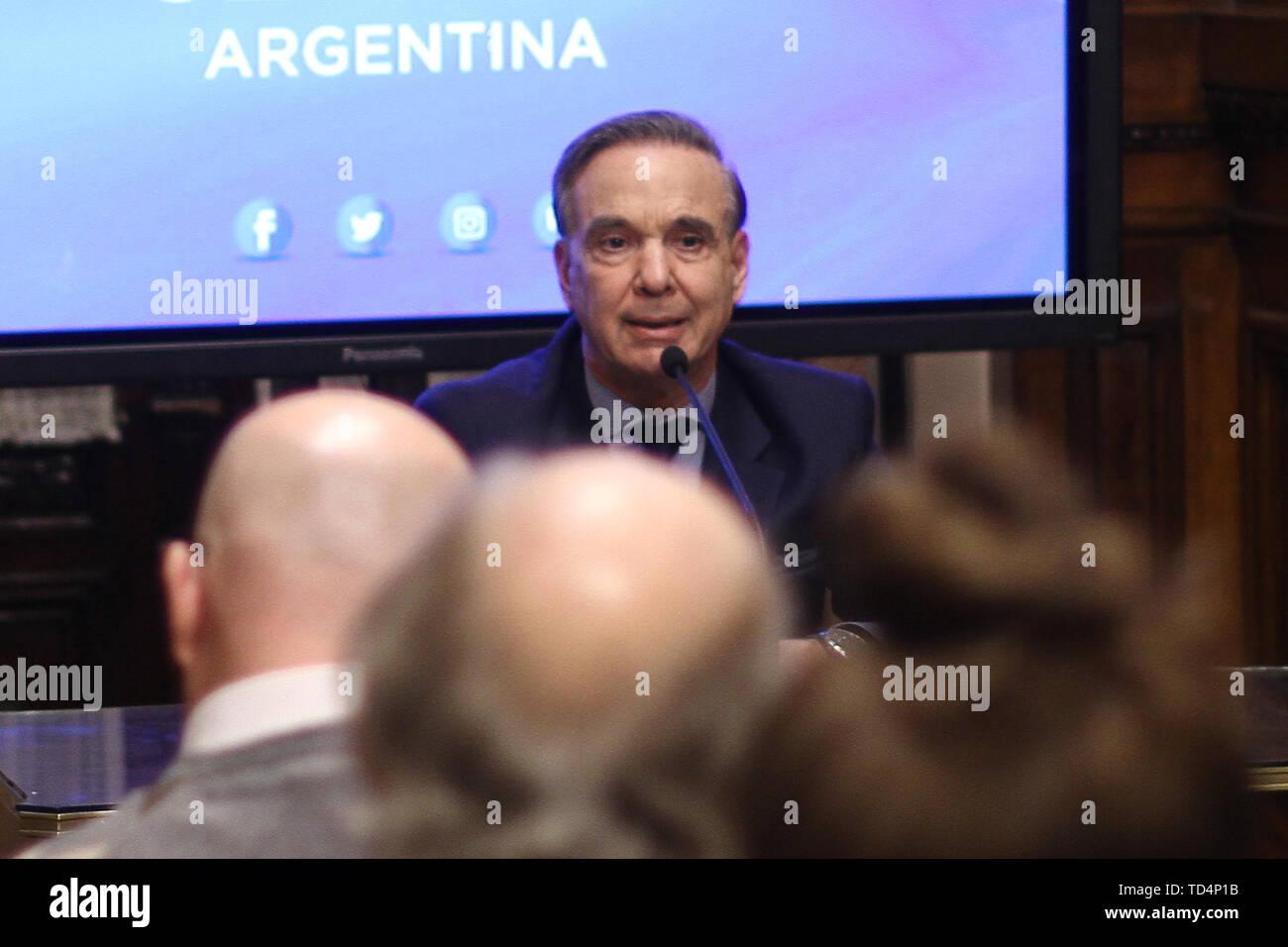 BUENOS AIRES, 11.06.2019: Miguel Angel Pichetto kündigt an, dass er nahm die Einladung von Präsident Mauricio Macri ihm als seine Re begleiten - wählen Stockfoto