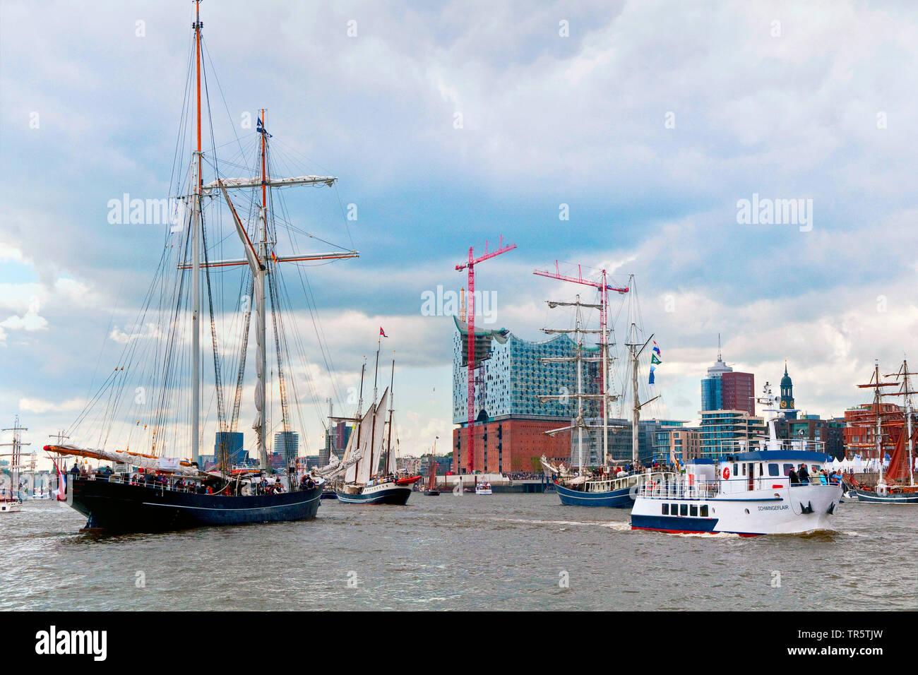 Hamburger Hafen, 823. Hafengeburtstag, Vorbereitung zur auslaufparade, Elbphilharmonie im Hintergrund, 13.05.2012, Deutschland, Hamburg | Hafen von hamb Stockbild