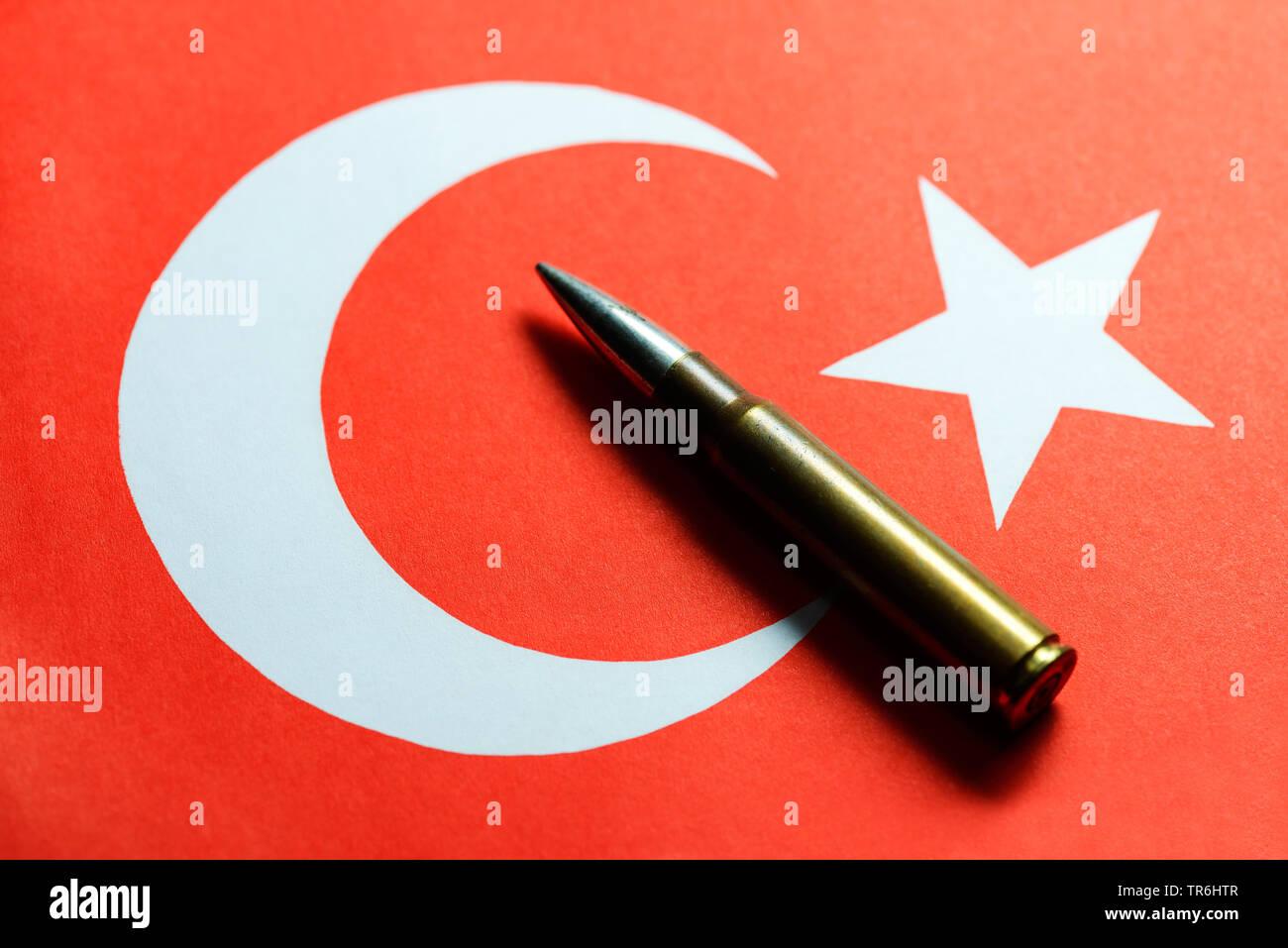Bullet Gehäuse vor der türkischen Flagge, den Verkauf von Waffen an die Türkei, Türkei Stockbild