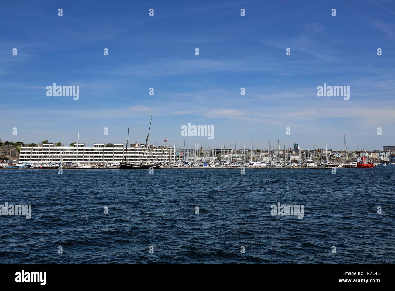 Mayflower Marina; Greyhound; Schiff; Hafen; Anker Boote; Hamoaze; Bootsfahrt von Barbican Ponton über Plymouth Plymouth Sound, Hamoaze, Rive Stockbild