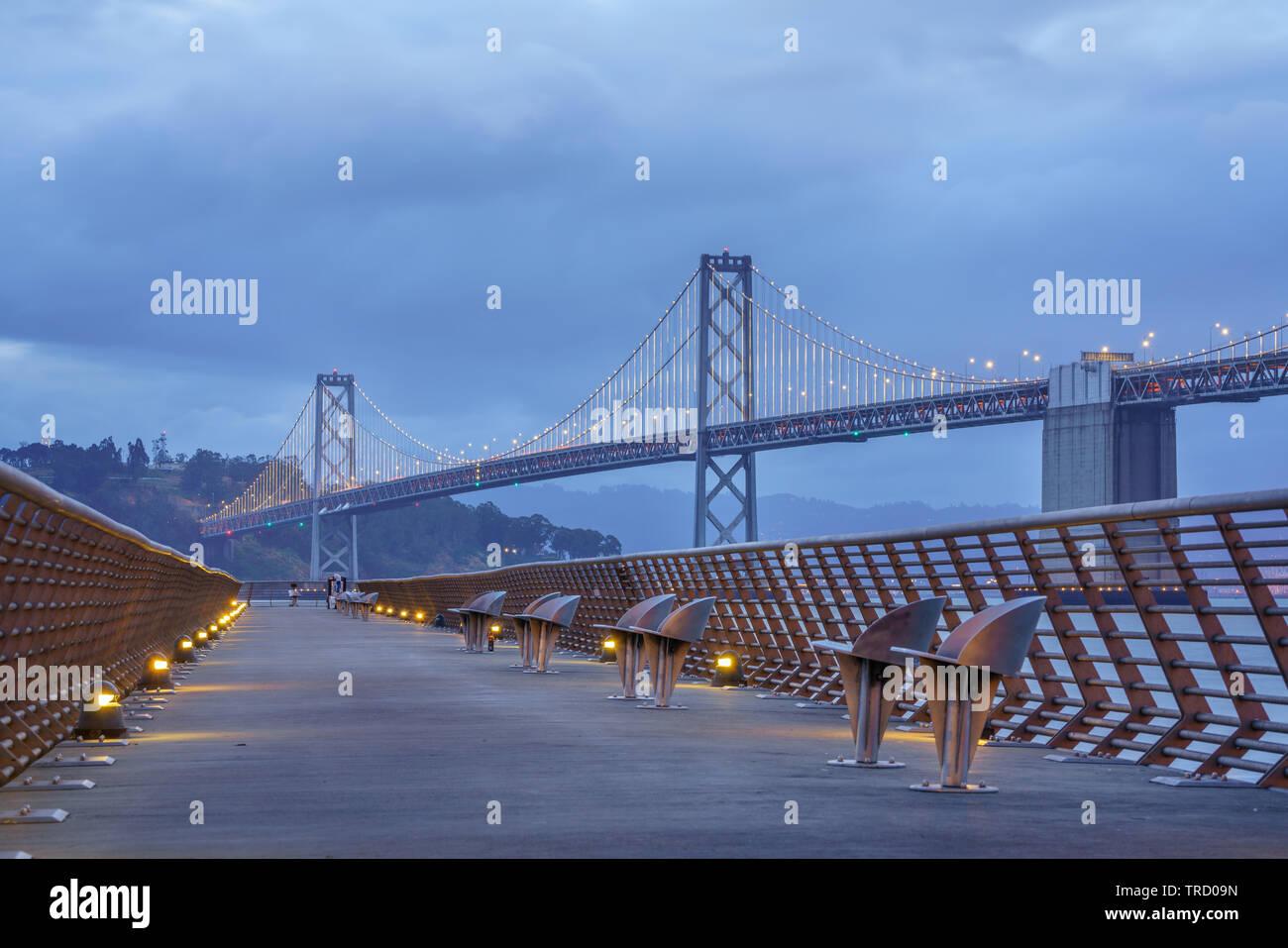 Bay Bridge ist in Kalifornien, USA, und verbindet San Francisco und Oakland. Die Fertigstellung im Jahr 1936 und ist eine der wichtigsten Sehenswürdigkeiten von Stockfoto