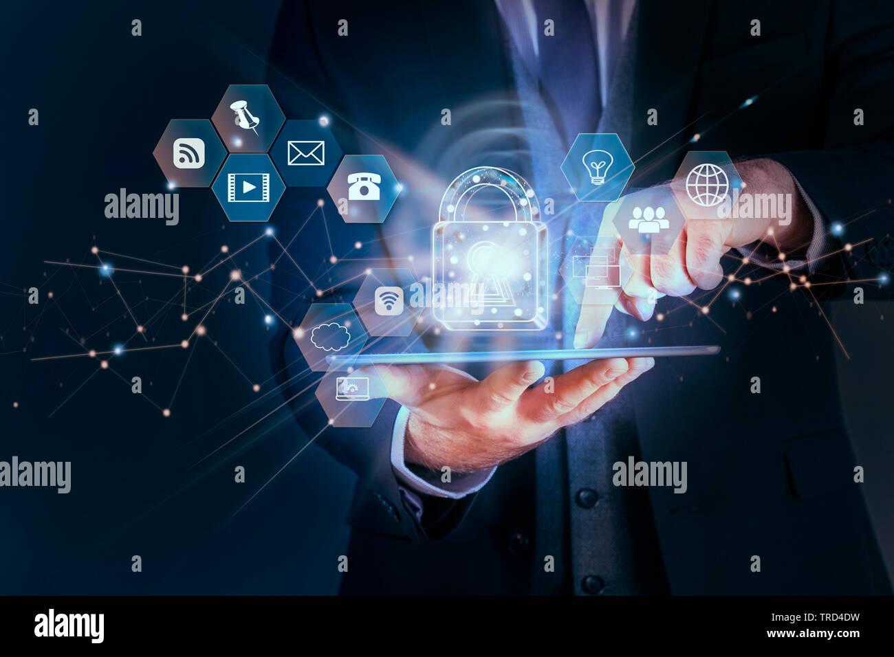 Business mann Schutz von Daten persönlicher Informationen auf Tablet, Datenschutz Datenschutz Konzept, SSL-Zertifikat, Cyber Security Network, Vorhängeschloss und Stockfoto