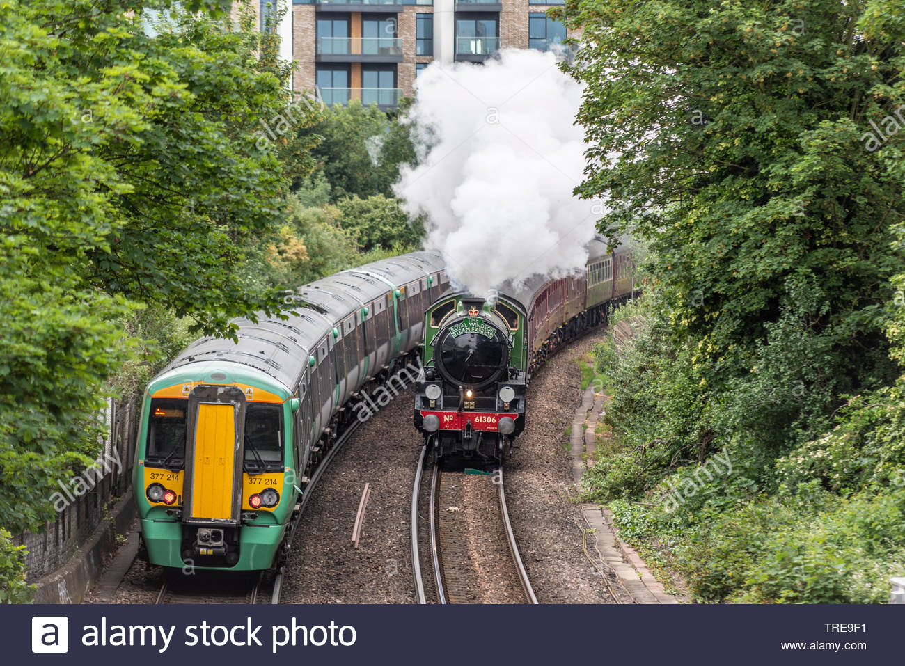 Der Dampf Träume Bahn gestartet haben, einen linienverkehr zwischen London Waterloo und Windsor und Eton Riverside läuft 3 Mal am Tag an Dienstagen zwischen Juni und September, dem ersten geplanten Mainline steam Routen seit dem Ende von Dampf in den späten 1960er Jahren. Die Services werden von den kürzlich restaurierten Mayflower, eine Klasse B1 im Jahr 1948 für die britische Eisenbahn gebaut. Der erste Zug gesehen, die durch Chelsea kurz nach Abreise Stockbild