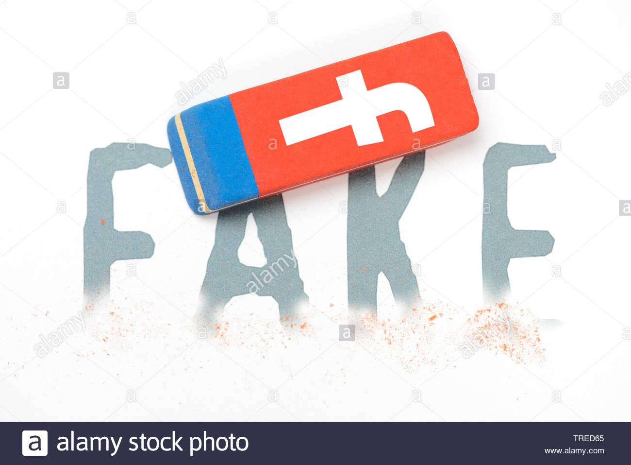 Schriftzug FAKE teilweise überdacht mit einem Gummi zeigt das Logo fo Facebook - Verpflichtung zu löschen Stockfoto