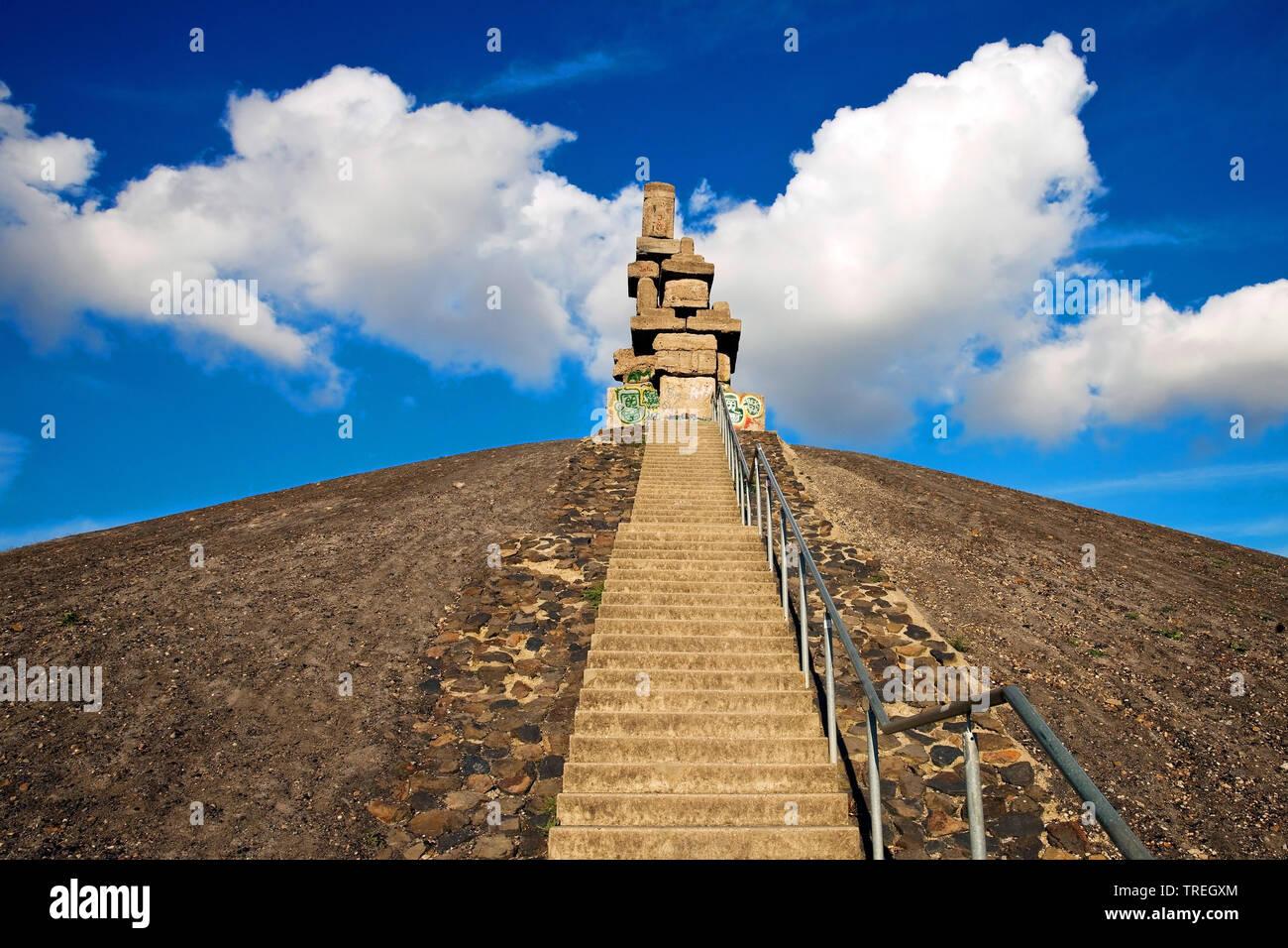 Himmelstreppe auf der Halde Rheinelbe, Deutschland, Nordrhein-Westfalen, Ruhrgebiet, Gelsenkirchen   Halde Rheinelbe mit Himmelstreppe, Sky Treppe Stockbild