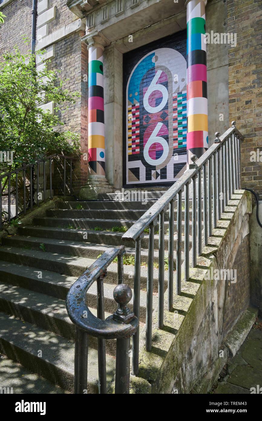 Einmal Installation von UAL Chelsea College of Arts, BA Grafikdesign Kommunikation Studenten für Clerkenwell Design Week 2019 Stockbild