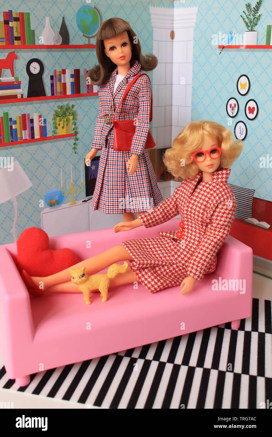 Barbie Francie #1140 in Checkmates #1259 und #1170 Vintage Francie TNT Stockbild