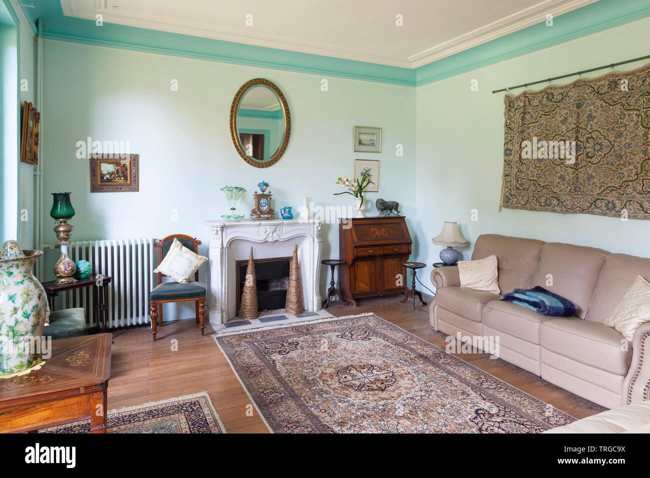 Einrichtung eines historischen französischen Landhaus mit ...