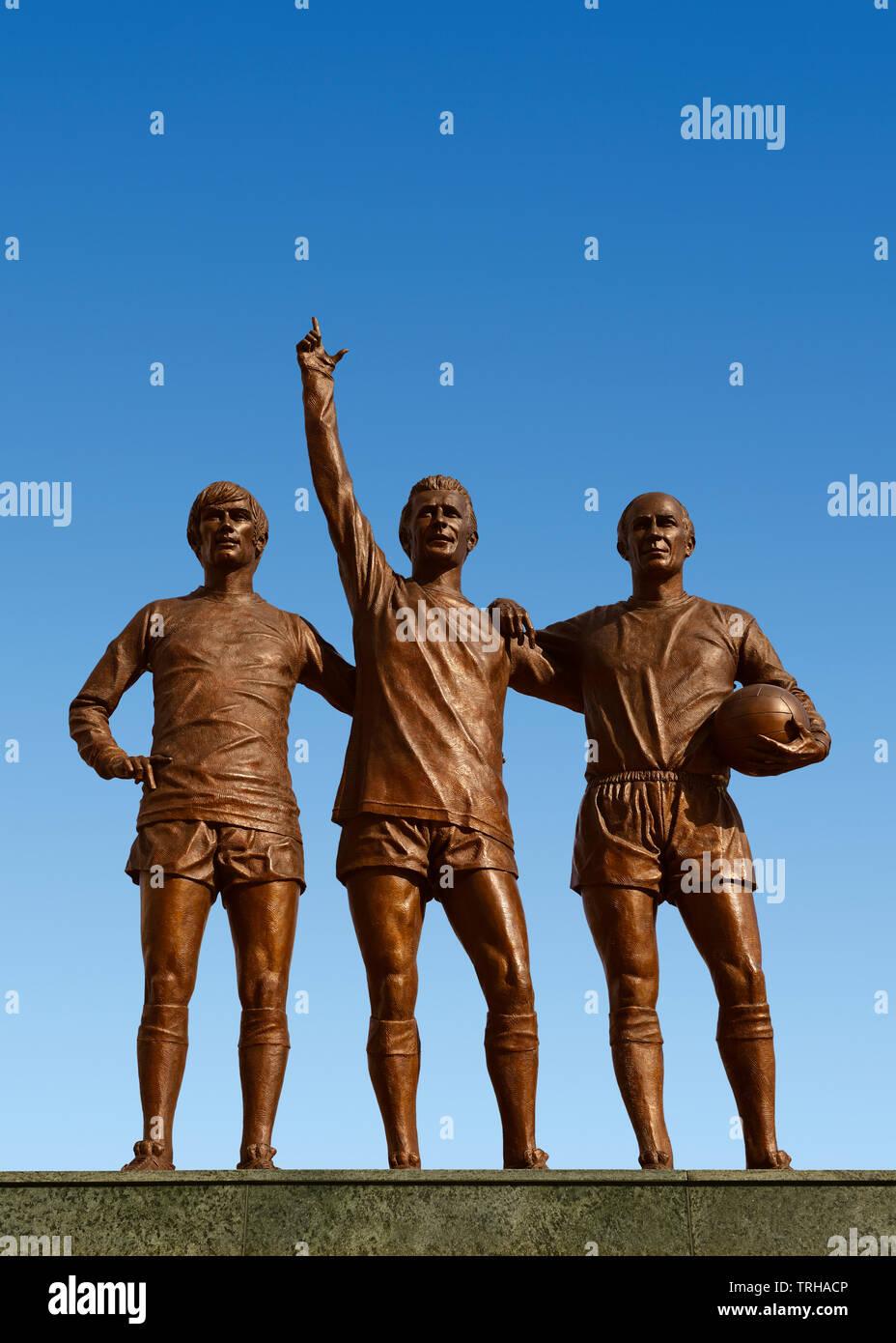 Statue der Heiligen Dreifaltigkeit außerhalb des Stadion von Manchester United, Old Trafford, Manchester, Vereinigtes Königreich Stockbild