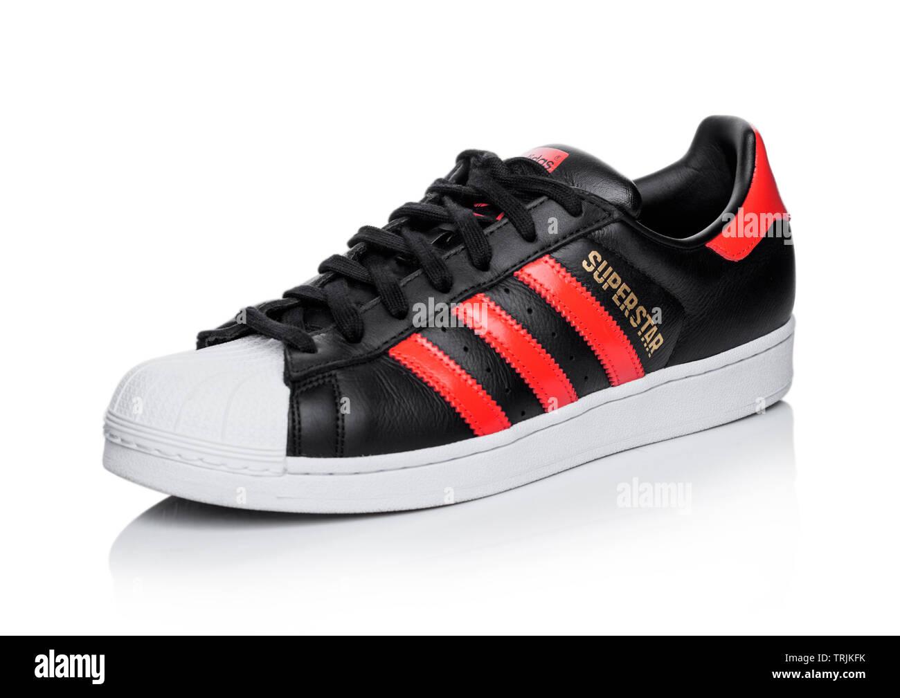 Rot Weißes Adidas Top Stockfotos & Rot Weißes Adidas Top