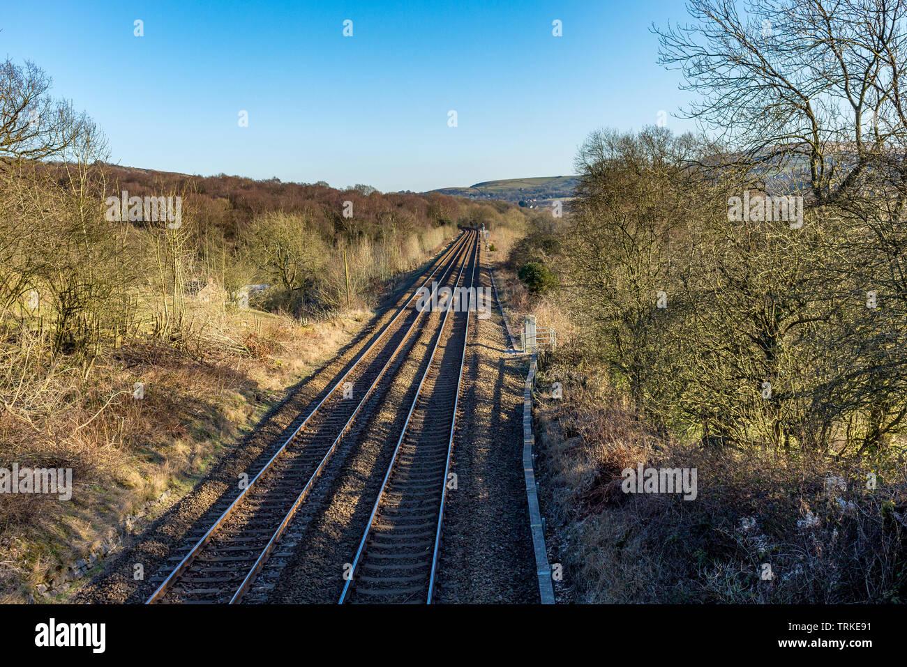Perspektivische Ansicht von Bahnstrecken, die durch countryide, Cheshire, UK. Stockbild