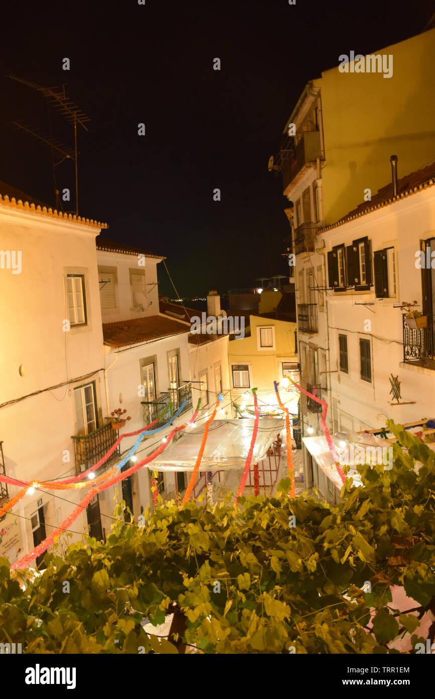Alfama während der jährlichen Fest des Hl. Antonius aka Lissabon Sardine Festival, Lissabon, Portugal, Juni 2019 Stockbild