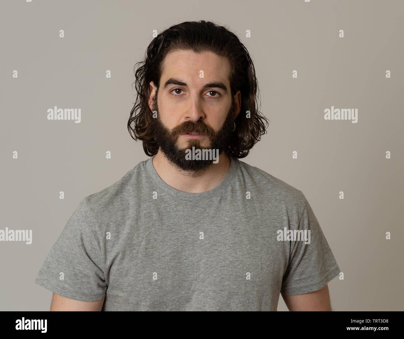 Männer mit bart und langen haaren