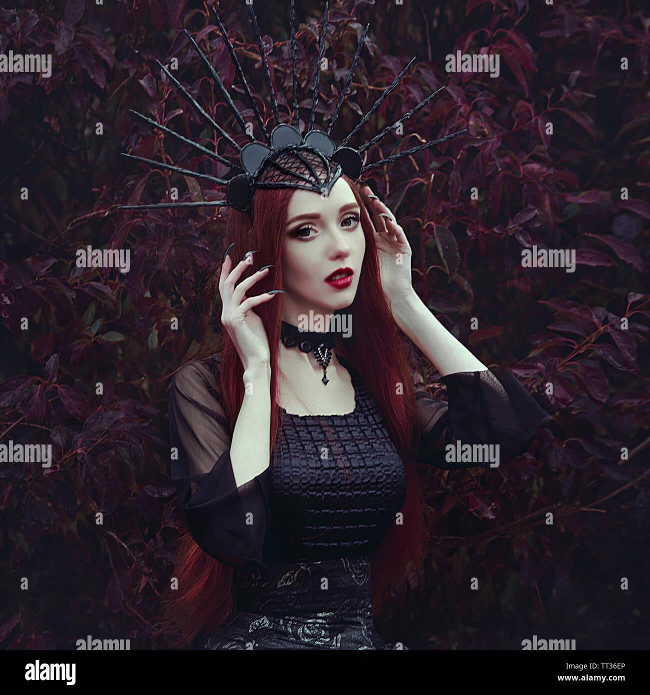 Eine Schöne Frau Mit Blasser Haut Und Lange Rote Haare In