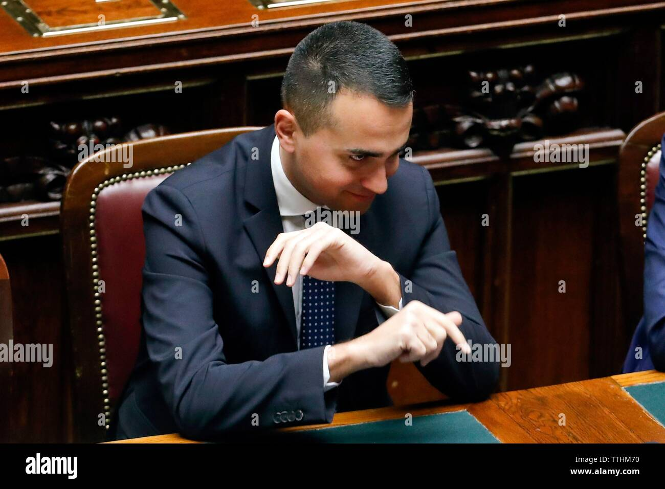 Der Minister für Arbeit, Sozialpolitik, der wirtschaftlichen Entwicklung und der stellvertretende Regierungschef Luigi Di Maio teilnehmen in der Sitzung in der Kammer für die Abstimmung o Stockbild