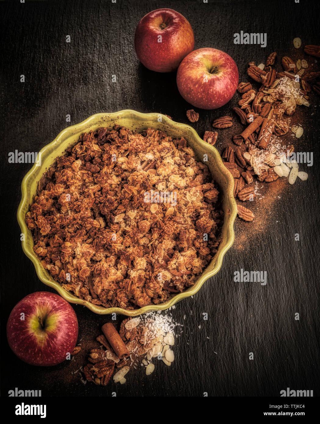 Apfelkuchen mit Äpfeln und Gewürze Stockfoto