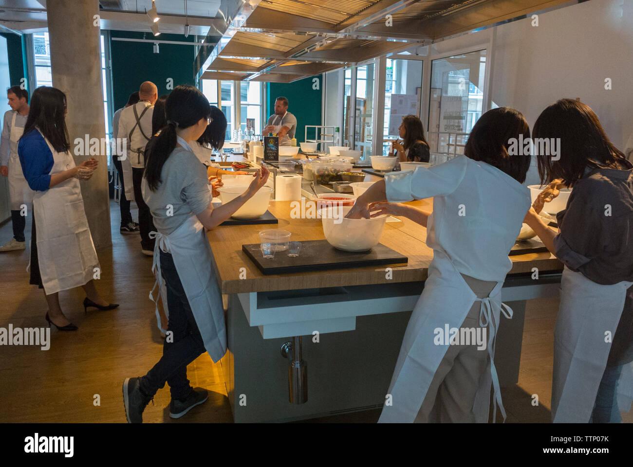 Paris, FRANKREICH, Personen innerhalb der Italienischen Food Court, Shop und BIstro Restaurant im Marais, Eataly Stockbild