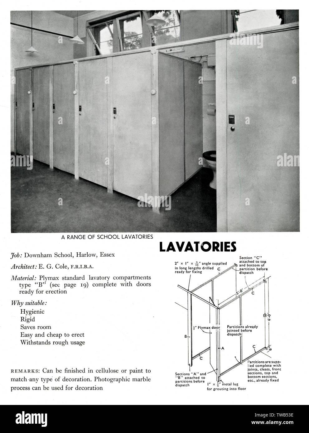 Toiletten in Downham Schule, Harlow, Essex, aus Plymax standard Toilette Fächer Typ B. Datum: 1936 Stockfoto