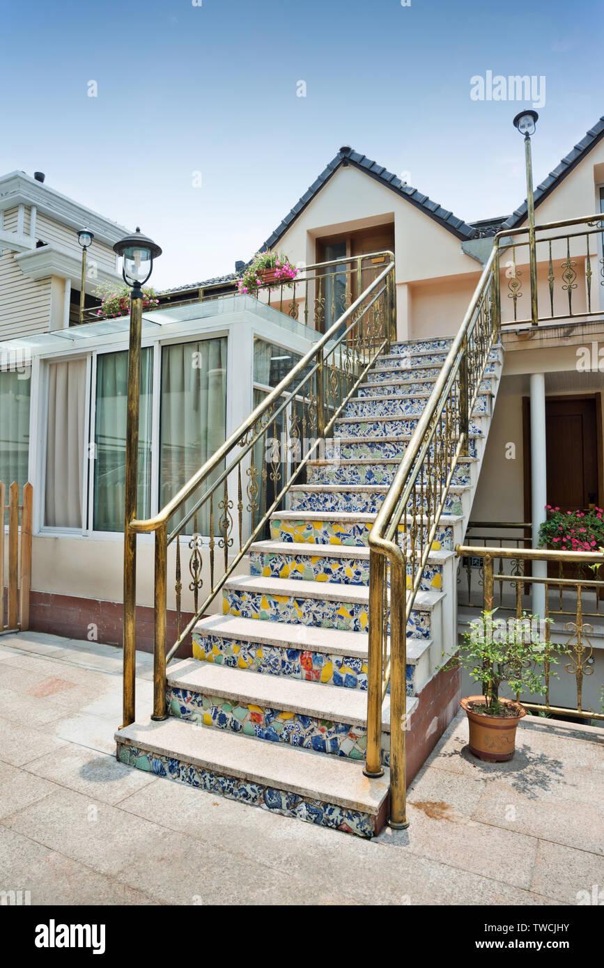 Hinterhof Haus Eingang Treppe Mit Fliesen Stockfoto Bild