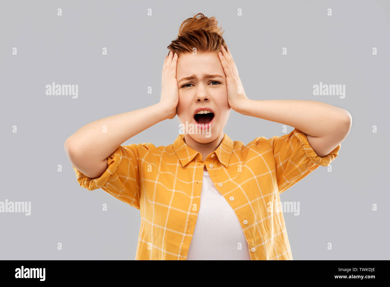 Terrified rothaarige Teenager schreien Stockbild