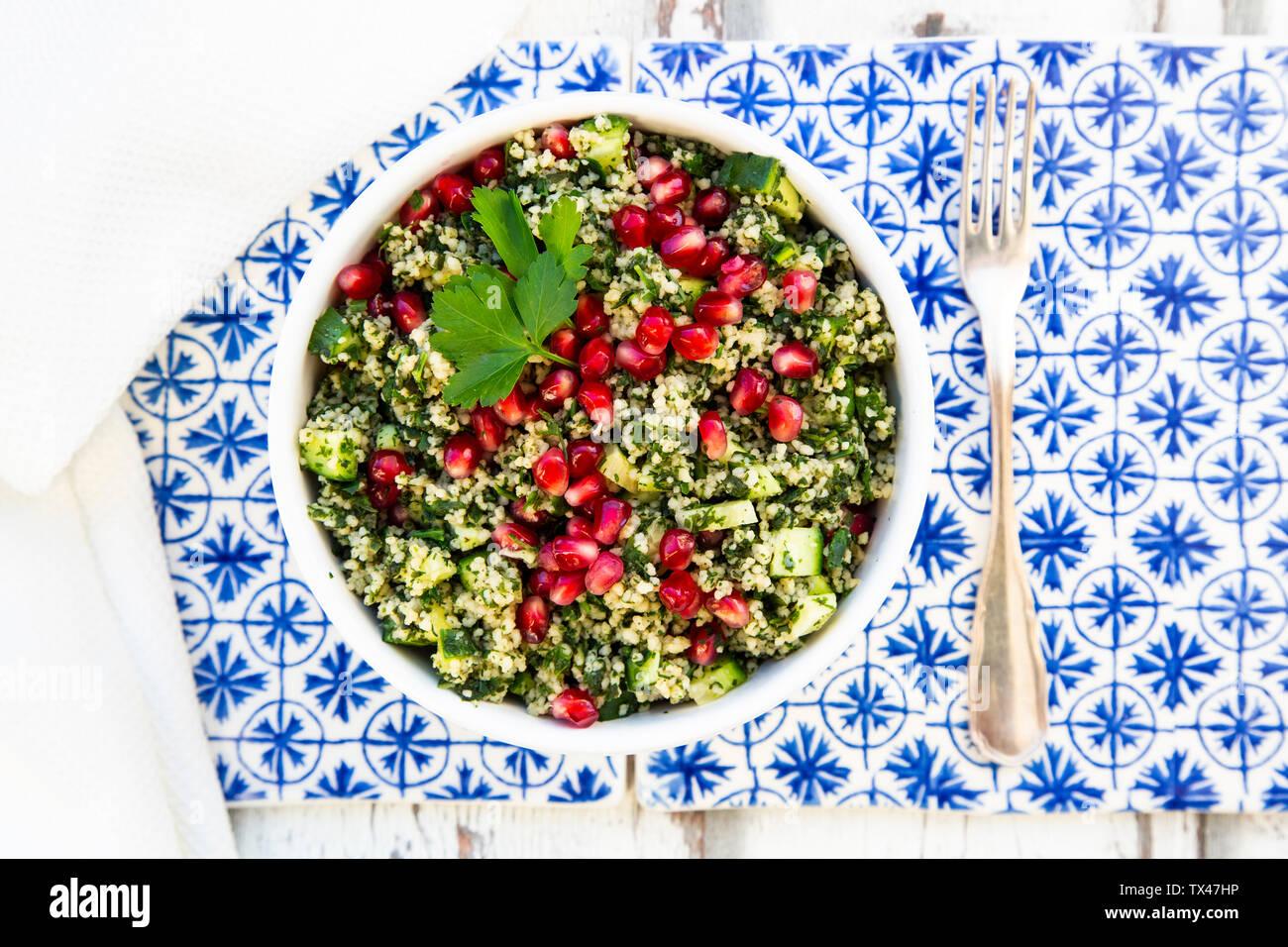 Bulgur Kräuter tabbouleh mit Granatapfel Samen Stockfoto
