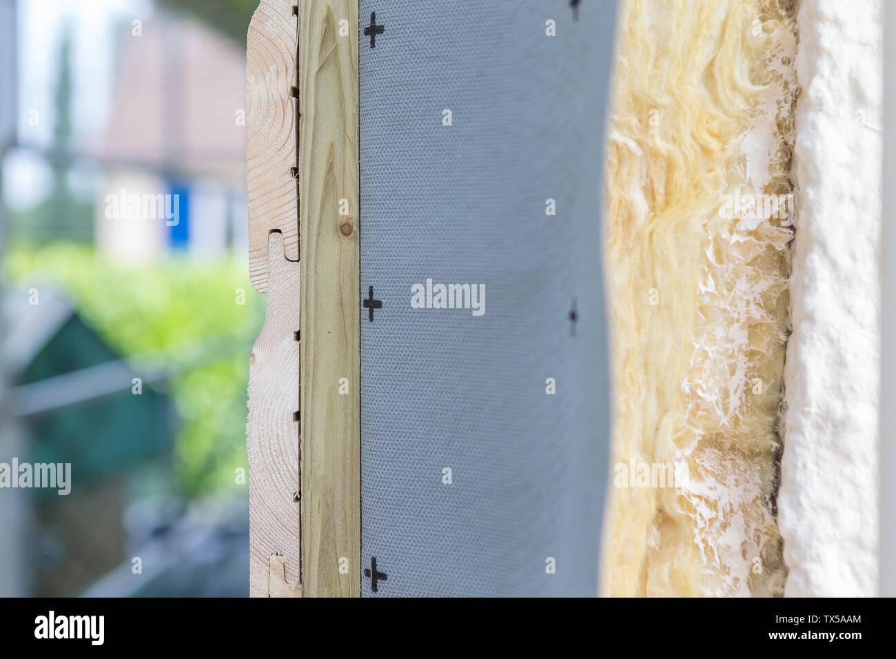 Seitenansicht Haus und Isolierung detail. Gebäude Isolierung außen an Gebäuden für Komfort und Energieeffizienz hinzugefügt Stockbild