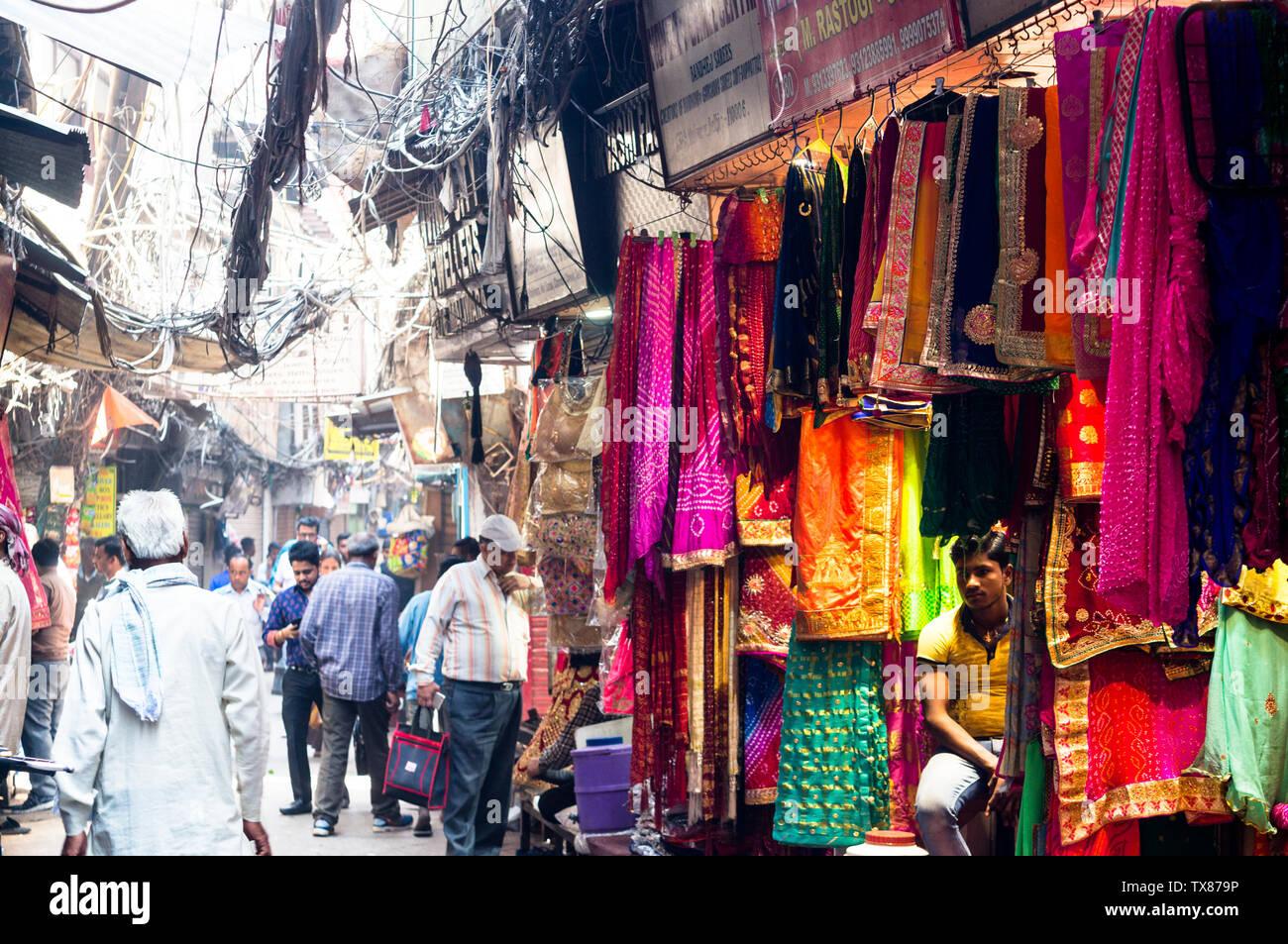 newest 0f840 9f1d2 Delhi, Indien - ca. 2019: schöne Handwerk Schals und Tücher ...