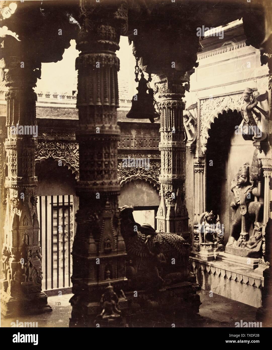Untitled; England, ca. 1865 Deskriptiv: (Innenansicht des Tempels) Fotos Alben drucken Ungerahmt: 11 1/4 x 9 3/8 Zoll. (28,58 x 23,81 cm) Geschenk von Mr. Und Mrs. Philip Feldman (M.83.302.12) Fotografien; ca. 1865 Datum QS:P571,+1865-00-00T00:00:00Z/9,P1480,Q5727902; Stockfoto
