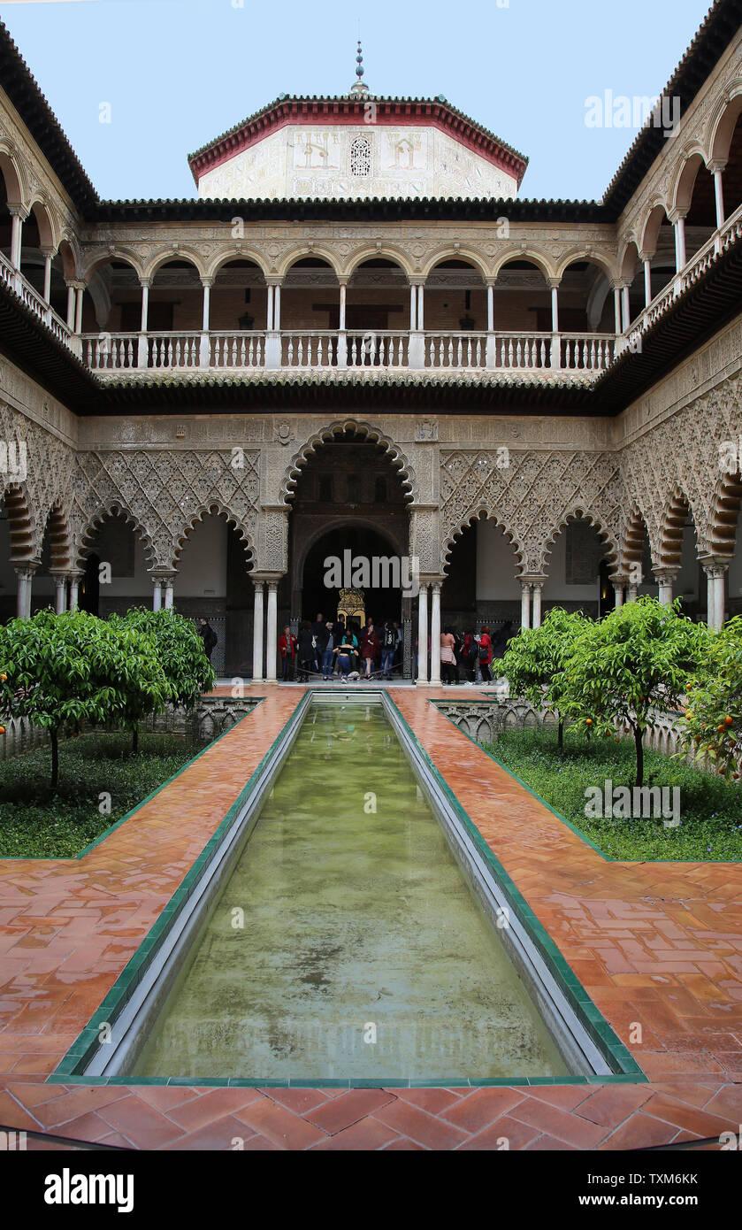 Spanien. Sevilla. Royal Alcazar. Innenhof der Dirnen oder Patio de Las Doncellas. Wurde für König Peter von Kastilien errichtet. Stockbild