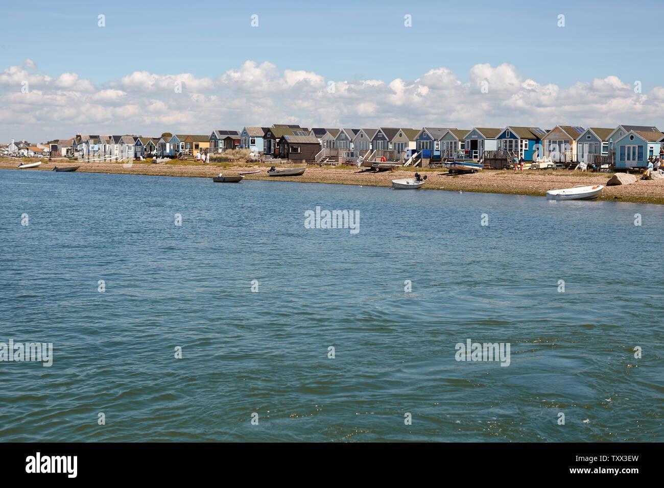 Die bunte und sehr gefragter Strand Hütten auf Mudeford Spit (mudeford Sandbank, Mudeford Strand) in Hengistbury Head in Dorset Stockfoto