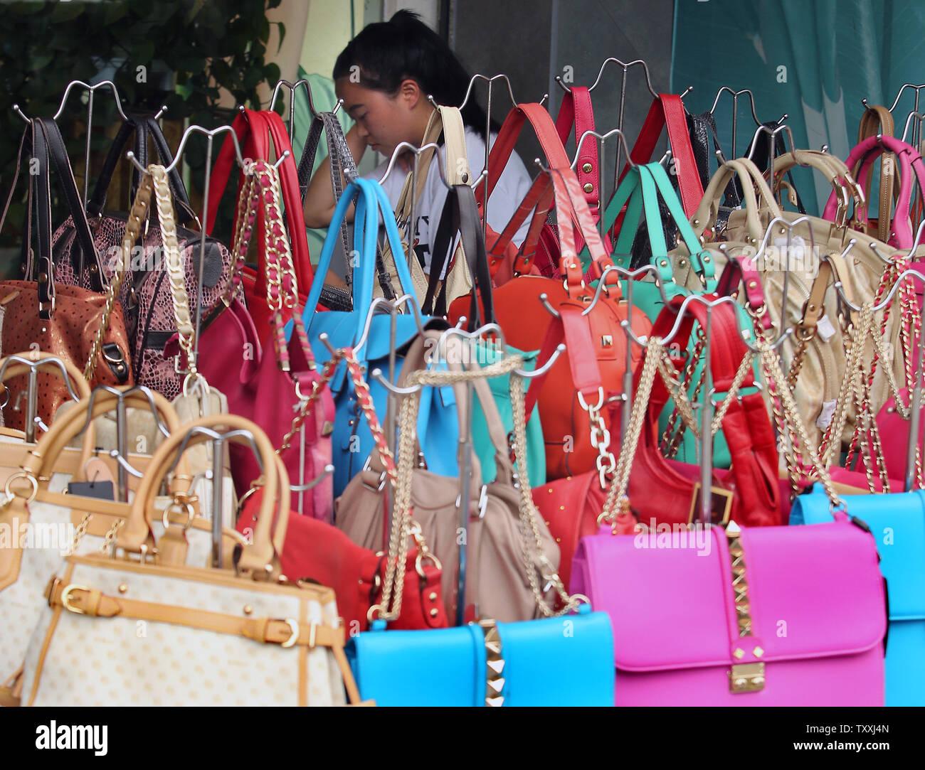 gefälschte luxusgüter stockfotos und -bilder kaufen - alamy