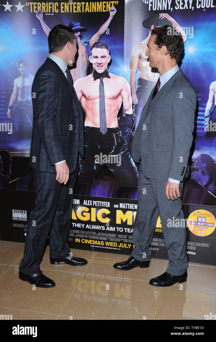 Amerikanische Schauspieler Channing Tatum und Matthew McConaughey teilnehmen Die Europäische Premiere von 'Magic Mike'im Mayfair Hotel in London am 10. Juli 2012. UPI/Paul Treadway Stockbild