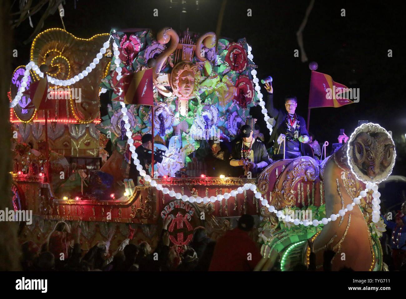 Die Krewe von Orpheus rollt Napoleon Avenue in New Orleans am 4. März 2019. 1993 gegründet, die Krewe von Orpheus hat seinen Namen von Zeus und CalliopeÕs musikalisch geneigte Sohn. Foto von AJ Sisco/UPI. Stockbild