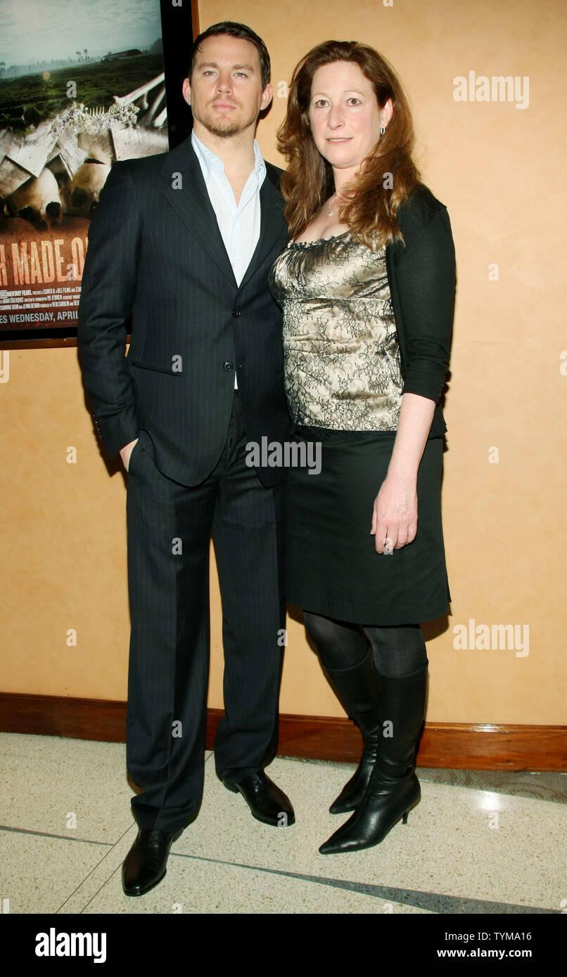 """Channing Tatum und Deborah Scranton kommen für die Premiere des Dokumentarfilms """"Erde aus Glas' an der HBO-Screening Room am 5. April 2011 in New York City. UPI/Monika Graff Stockbild"""