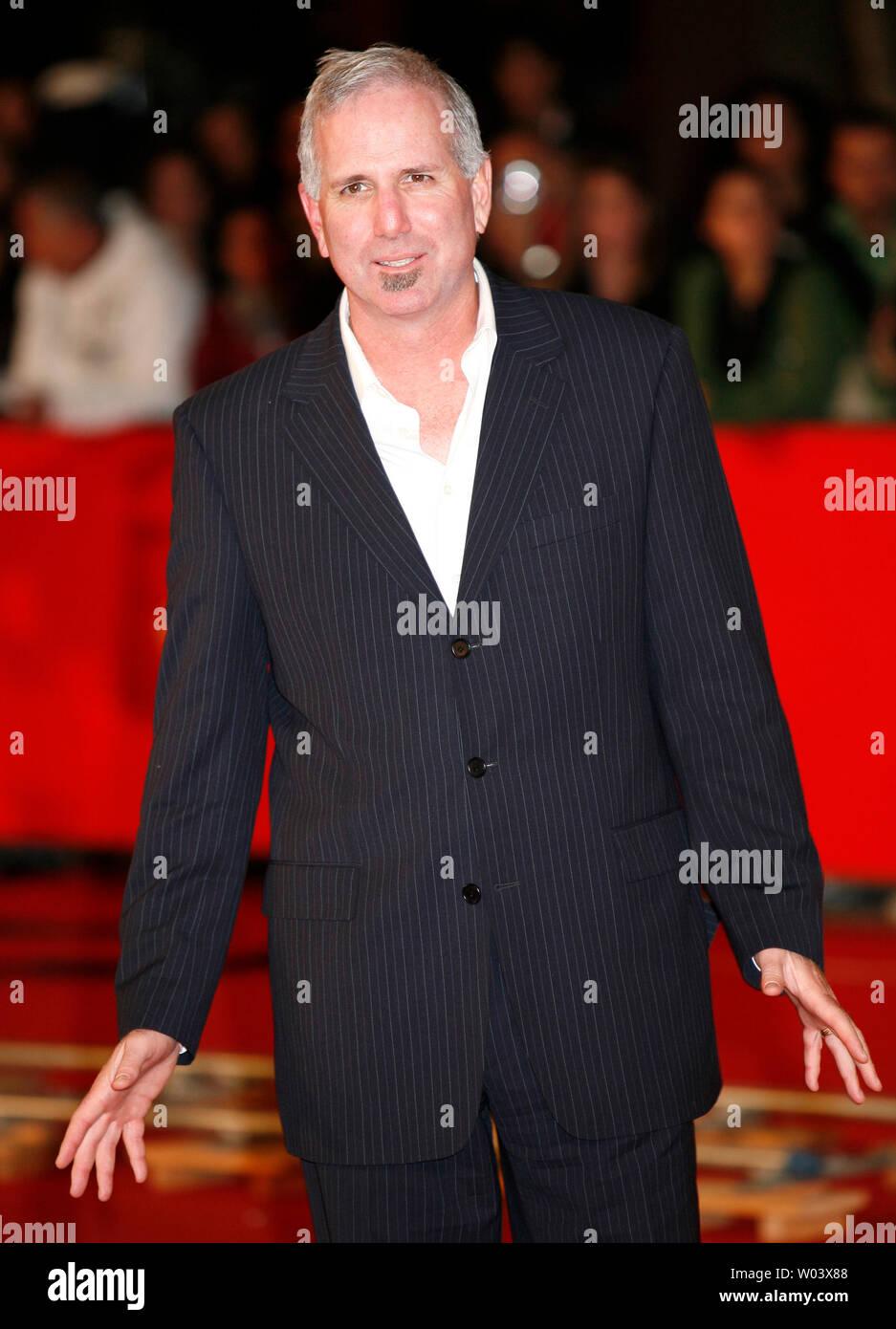 """Joel Surnow, Autor und Produzent der TV-Serie """"24"""", kommt an der Rom Filmfestival in Rom am 20. Oktober 2007. (UPI Foto/David Silpa) Stockfoto"""