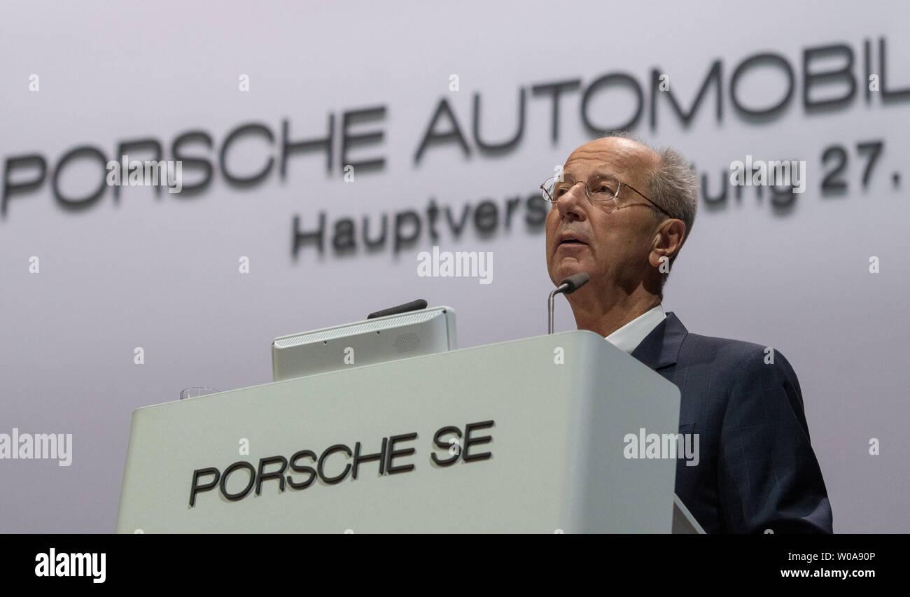Stuttgart, Deutschland. 27 Juni, 2019. Hans Dieter Pötsch, Vorsitzender des Vorstands der Porsche Automobil Holding SE, spricht auf der Jahreshauptversammlung. Porsche SE ist die VW-Holding. Quelle: Stefan Puchner/dpa/Alamy leben Nachrichten Stockbild