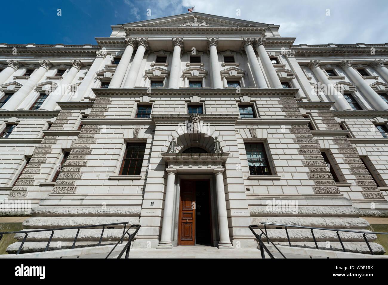 Die HM Treasury Gebäude auf Horse Guards Road in London, Großbritannien. Stockbild