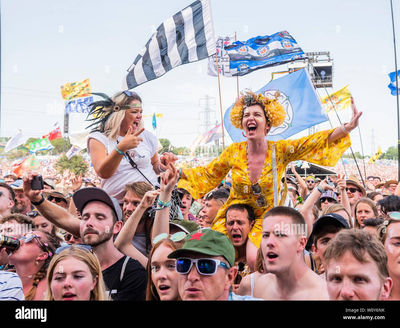 Pilton, Somerset, UK. 28. Juni 2019. Bastille spielen die Pyramide Stufe - Die 2019 Glastonbury Festival, würdig, Bauernhof, Glastonbury. Credit: Guy Bell/Alamy leben Nachrichten Stockfoto