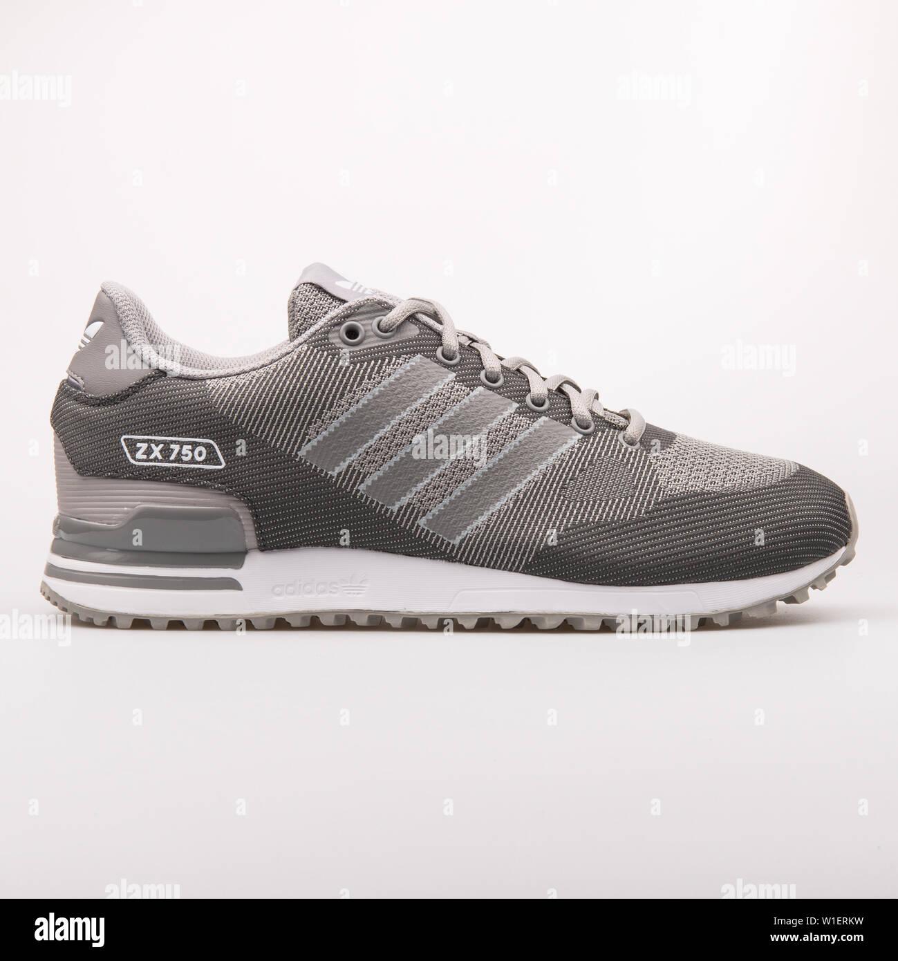 Wien, Österreich 10 August 2017: Adidas ZX 750 WV grau