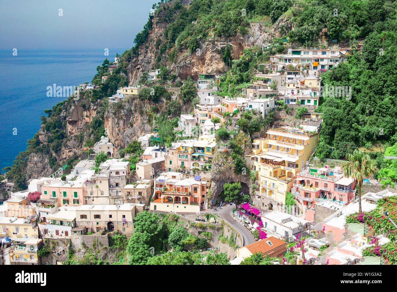 Schöne Küstenorte von Italien - malerischen Positano auf die Amalfi Küste Stockfoto