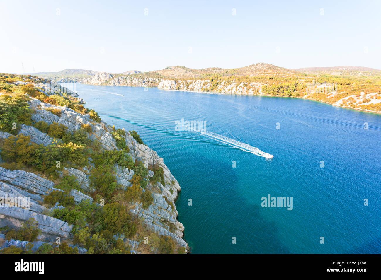 Sibenik, Kroatien, Europa - Bootsfahrt nach Sibenik innerhalb der Natur Kroatiens Stockfoto
