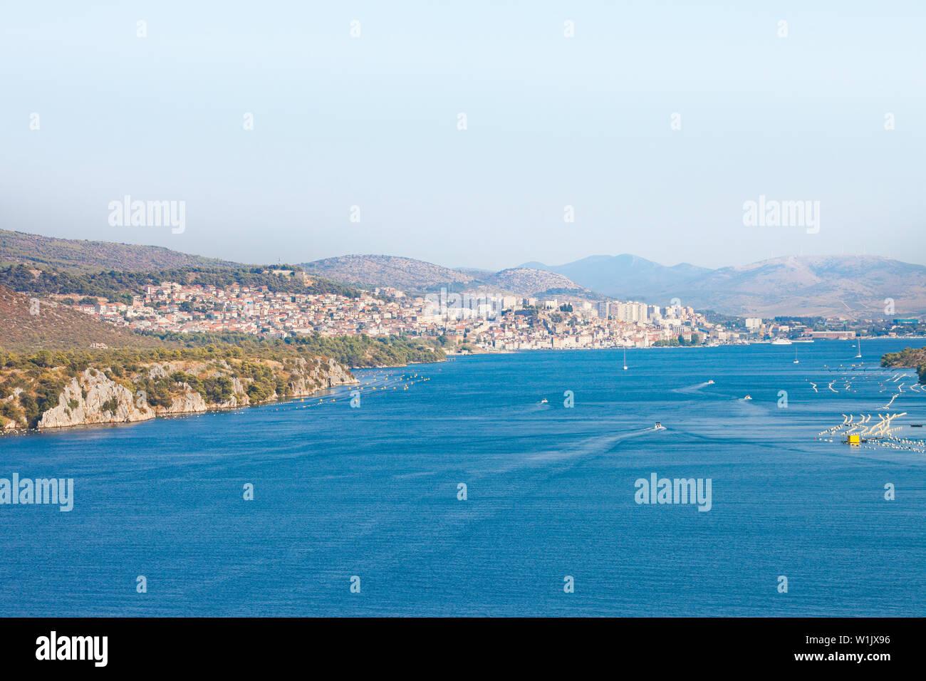 Sibenik, Kroatien, Europa - Blick von der Brücke in Richtung Sibenik Sibenski Die meisten Stockfoto