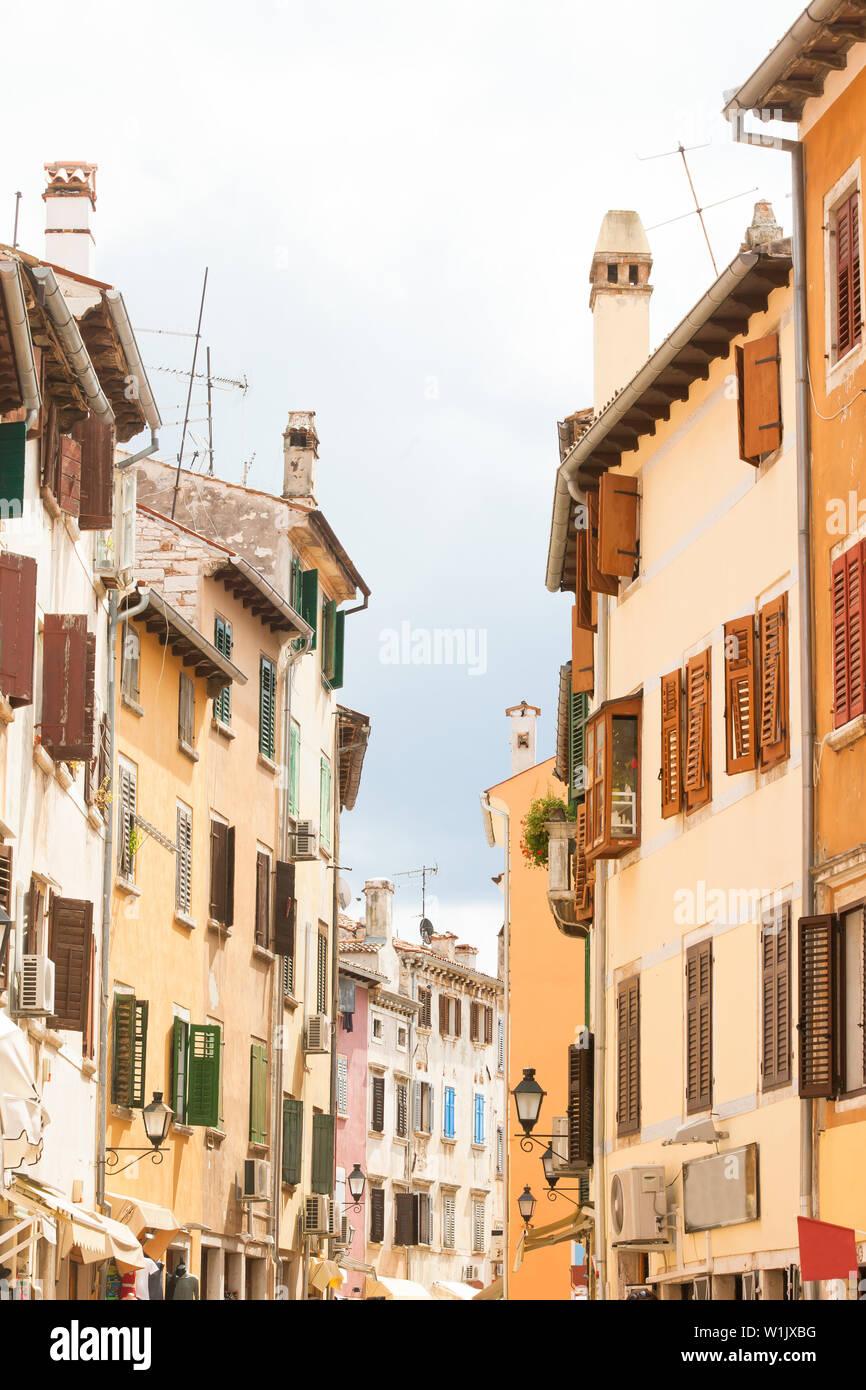 Rovinj, Istrien, Kroatien, Europa - schöne Häuser in den alten Gassen von Rovinj Stockfoto