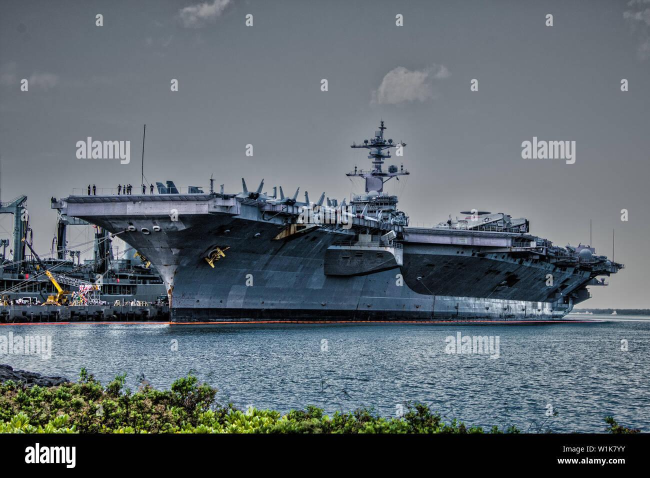 Dieses Flugzeug wurde in Pearl Harbor während unseres Besuches angedockt es letzten Monat. Man Nicht schätzen, wie groß sie sind, bis Sie in der Nähe. Ch Stockbild