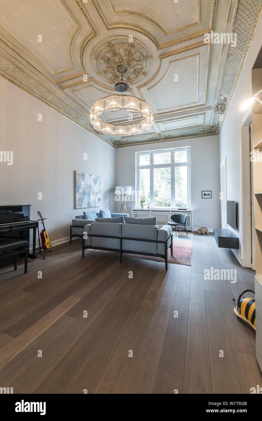 Wohnzimmer in einem modern eingerichteten Jugendstil Wohnung ...