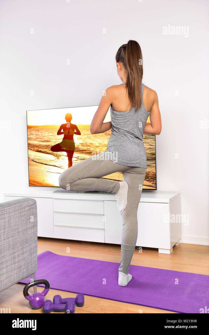 Woman Home Workout Video Stockfotos und  bilder Kaufen   Seite 50 ...