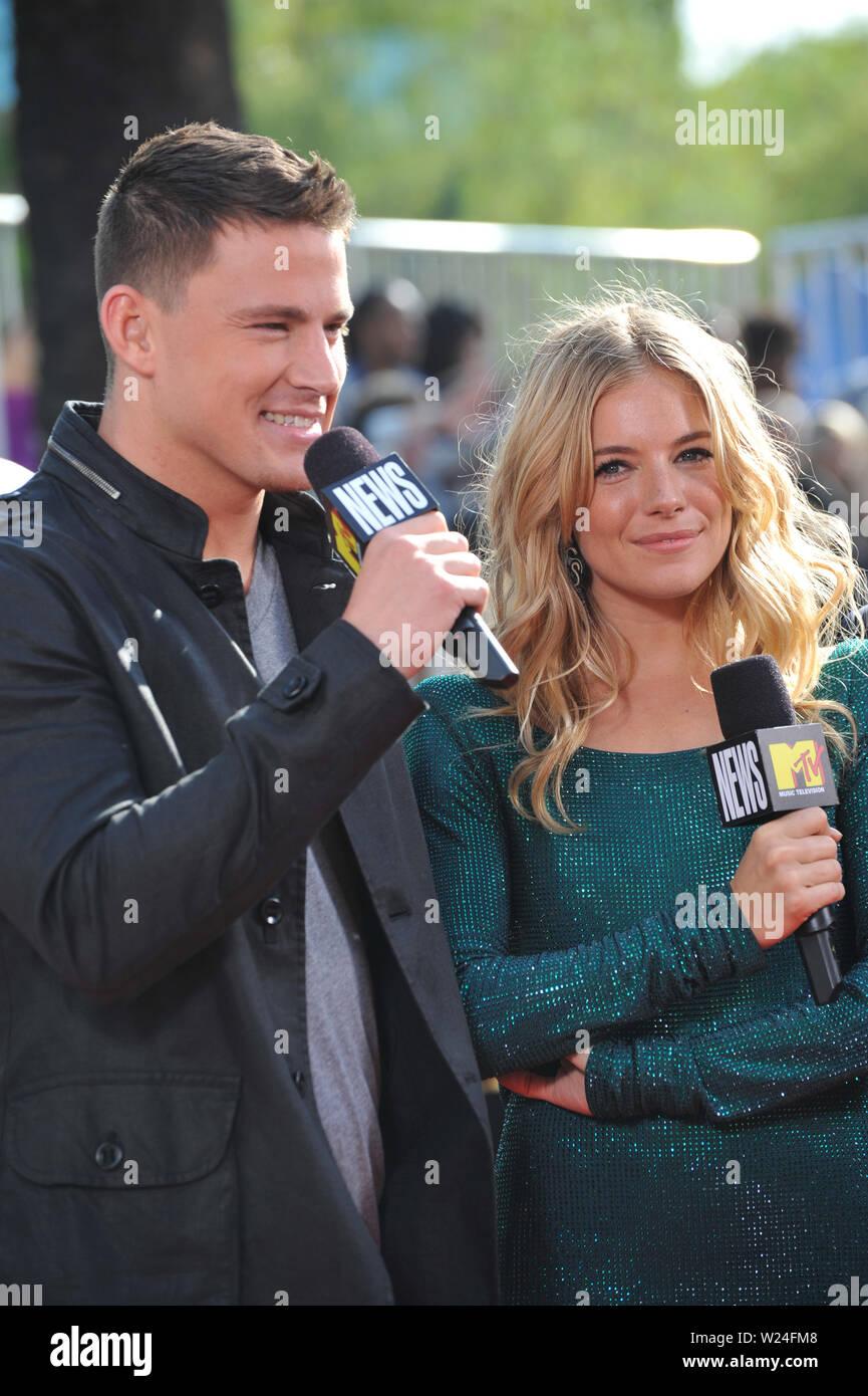 LOS ANGELES, Ca. 31. Mai 2009: Sienna Miller & Channing Tatum bei den 2009 MTV Movie Awards in den Universal Studios in Hollywood. © 2009 Paul Smith/Featureflash Stockbild
