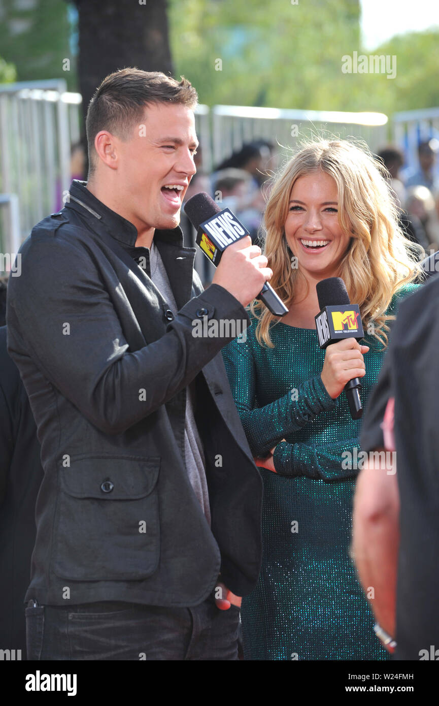 LOS ANGELES, Ca. 31. Mai 2009: Sienna Miller & Channing Tatum bei den 2009 MTV Movie Awards in den Universal Studios in Hollywood. © 2009 Paul Smith/Featureflash Stockbild